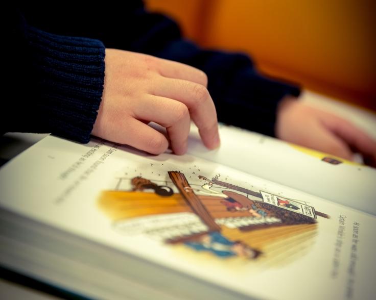 children-book-reading
